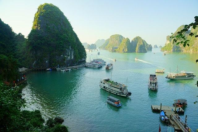 Baie d'Halong au Vietnam (Asie)